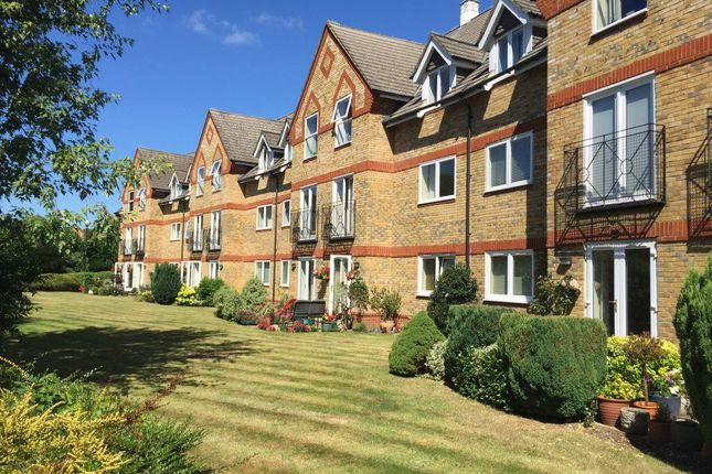 Thumbnail Flat to rent in Greenes Court, Lower Kings Road, Berkhamsted