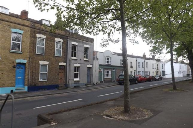 Thumbnail Studio to rent in Studio Flat, Maidstone Road, Rochester