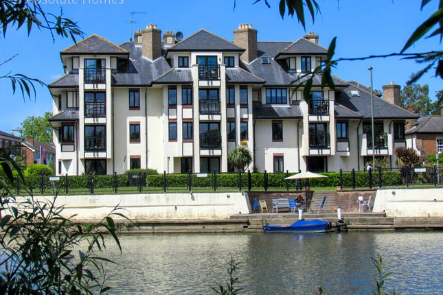 Thumbnail Flat to rent in Russell Road, Shepperton