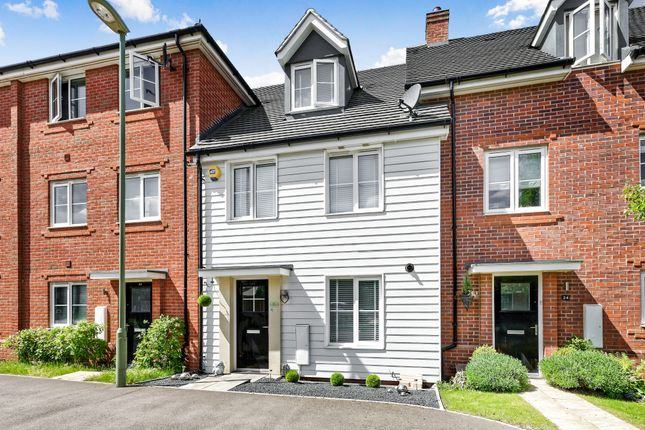 3 bed terraced house to rent in Jubilee Drive, Church Crookham, Fleet GU52