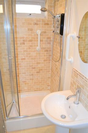 En Suite of Chesterfield Road, Lichfield WS14