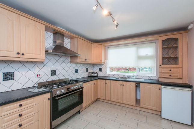 Thumbnail Bungalow to rent in Cookham Road, Maidenhead