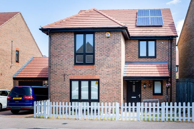 4 bed detached house to rent in Egbert Close, Romford, Hornchurch RM12