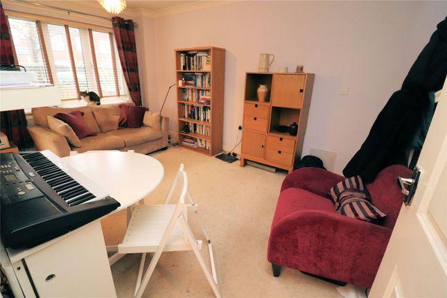 Picture No. 11 of Britannia Close, Erith, Kent DA8