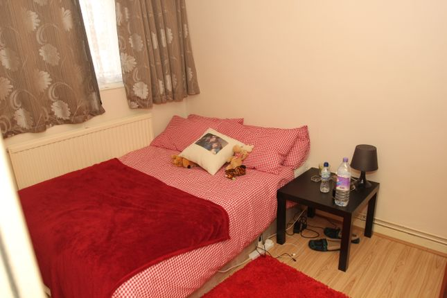 Thumbnail Flat to rent in Norton House, Shadwell