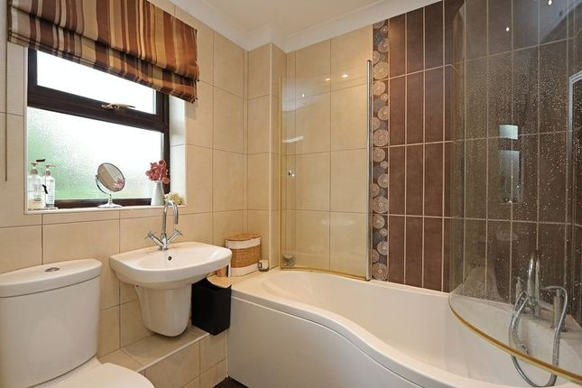 Family Bathroom of Hatchlands, Great Holm, Milton Keynes MK8