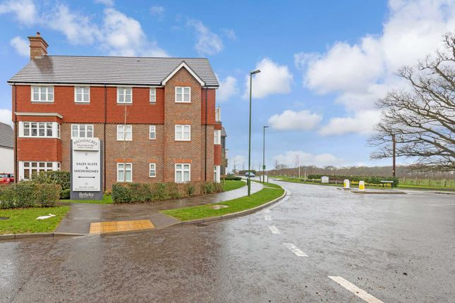 Thumbnail Flat for sale in Rapley Rise, Southwater