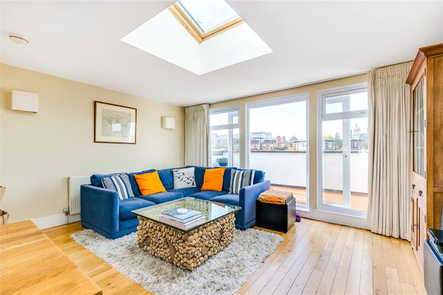 2 bed flat for sale in Dunford Road, London
