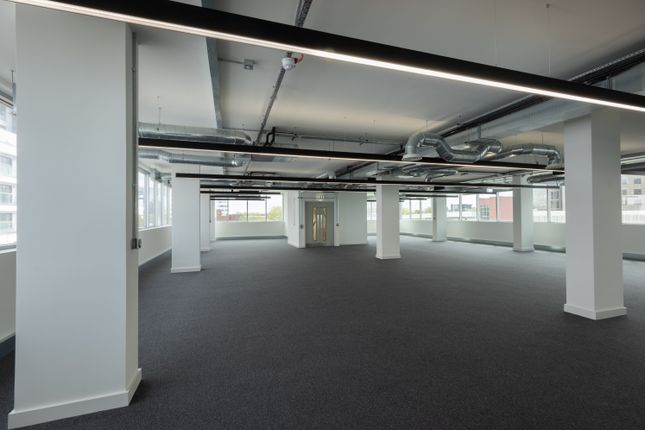 Thumbnail Office to let in One Lexicon, Charles Square, Bracknell