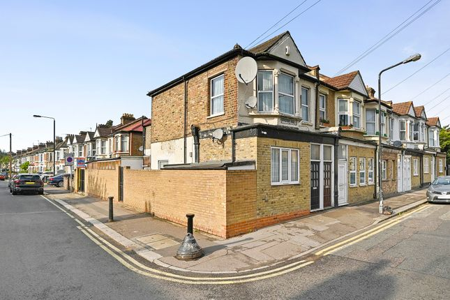 3 bed flat for sale in Station Road, London E17