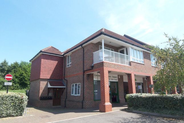 2 bed flat to rent in Bartholomew Way, Horsham