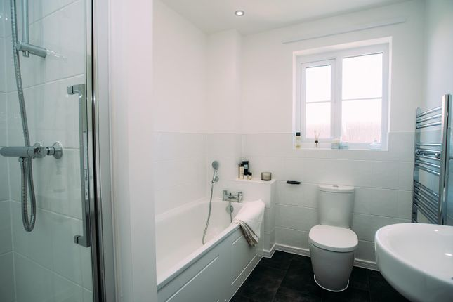 Bathroom of Ermine Close, Worsley, Manchester M28