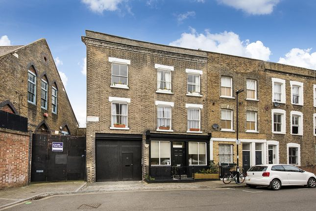 2 bed flat for sale in Gifford Street, Islington N1