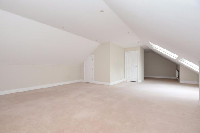 Picture 17 of Finchampstead, Wokingham RG40