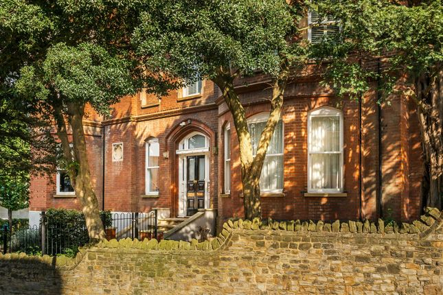 Thumbnail Flat to rent in Jenner Road, Guildford