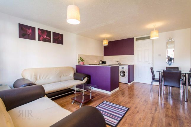 Thumbnail Terraced house to rent in Burnham Close, London