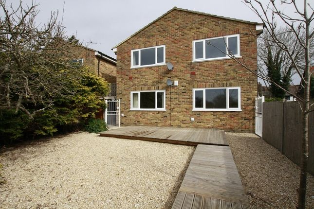 Thumbnail Flat to rent in Park Street, Colnbrook, Slough