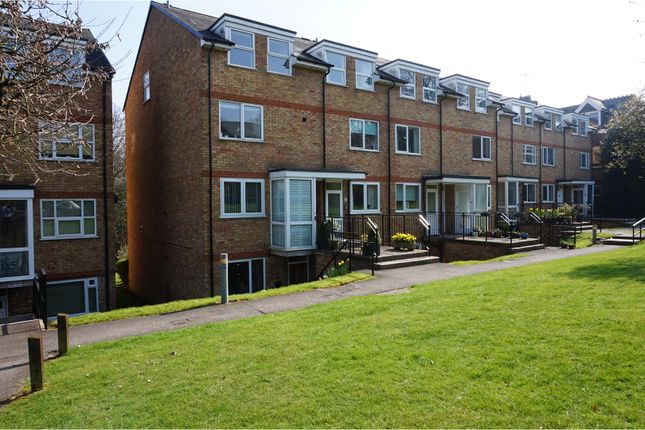 Thumbnail Flat for sale in Lincoln Court, Berkhamsted