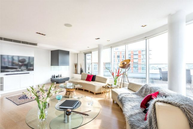 Flat to rent in New Providence Wharf, 1 Fairmont Avenue, London