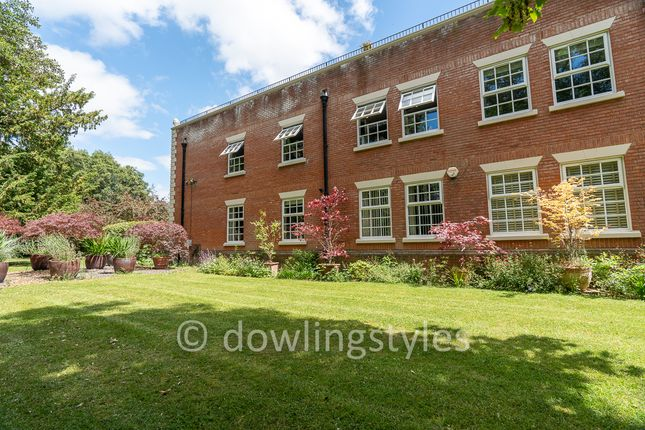 Side Gardens. of Molesey Park Road, East Molesey KT8