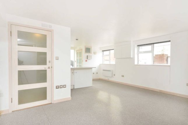 Thumbnail Maisonette to rent in George Road, Guildford