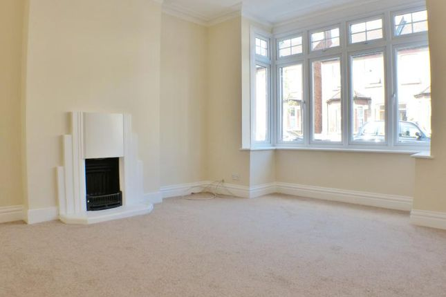 3 bed property to rent in Addiscombe Court Road, Addiscombe, Croydon