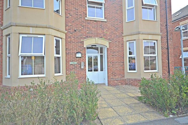 Thumbnail Flat to rent in Hawtrey Close, Slough