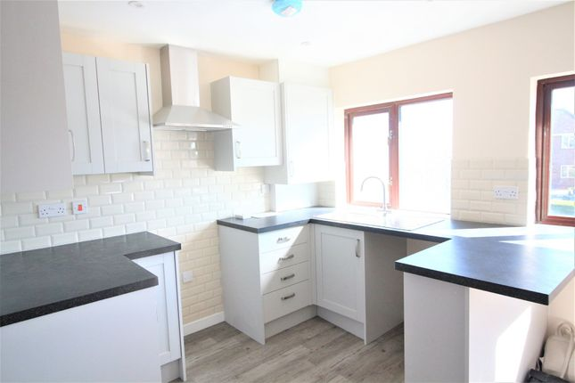 Thumbnail Flat to rent in Barton Hill Rd, Barton, Torquay