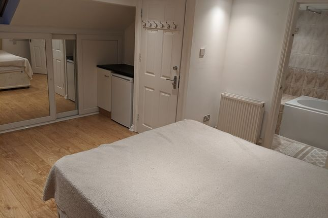 5 bed shared accommodation to rent in Chester Road, Seven Kings, Ilford IG3