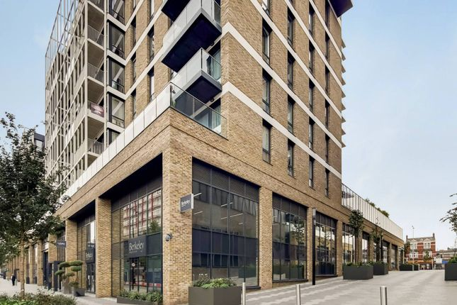 1 bed flat to rent in Compton House, Woolwich, London SE18