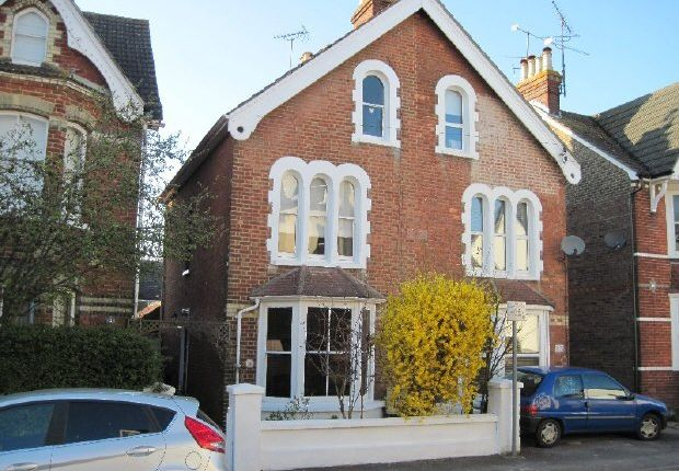 3 bed property to rent in Bedford Road, Horsham