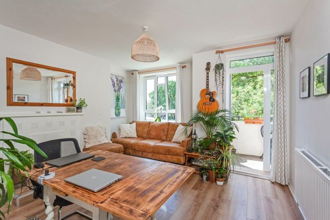 Flat for sale in Weir Road, Balham