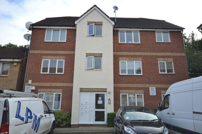 Thumbnail Flat to rent in Fenman Gardens, Ilford