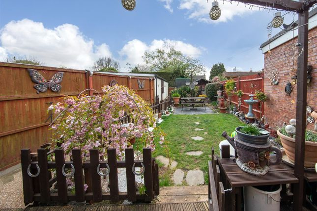 3 bed terraced house for sale in Luton Road, Toddington, Dunstable LU5