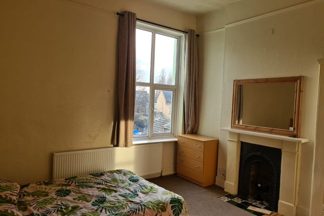 1 bed terraced house to rent in Fairlop Road, London E11