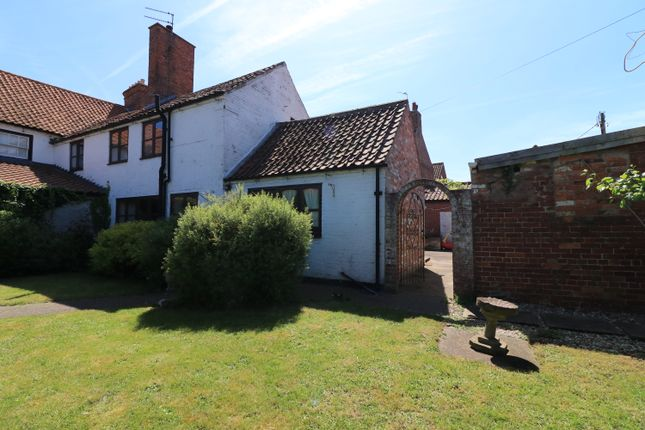 Thumbnail Cottage for sale in Lincoln Road, Wragby, Market Rasen