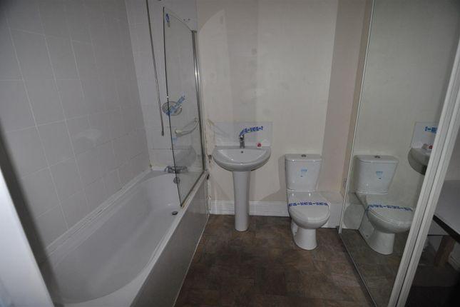 Bathroom of Rawson Road, Bradford BD1