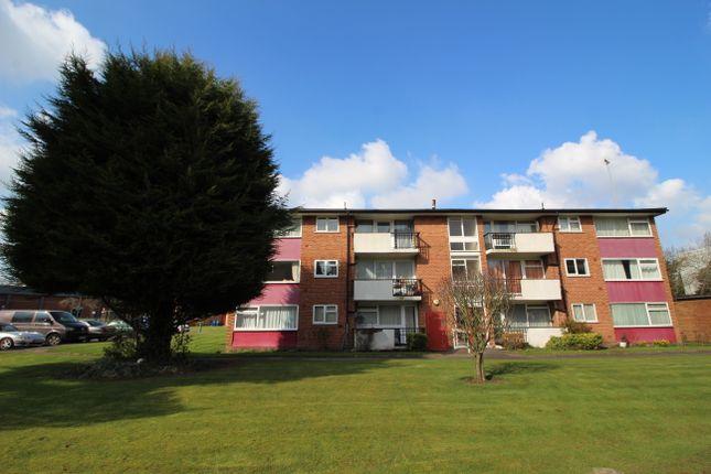 Flat to rent in Yarningdale, Harwood Grove, Shirley