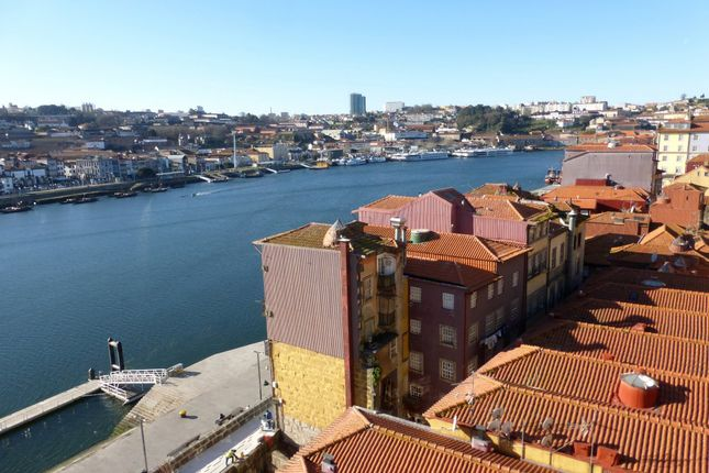 Thumbnail Land for sale in P577, Plot For The Construction Of Flats With A View Over The River, Portugal