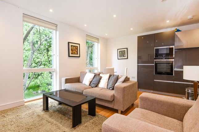 Thumbnail Flat to rent in Westking Place, London