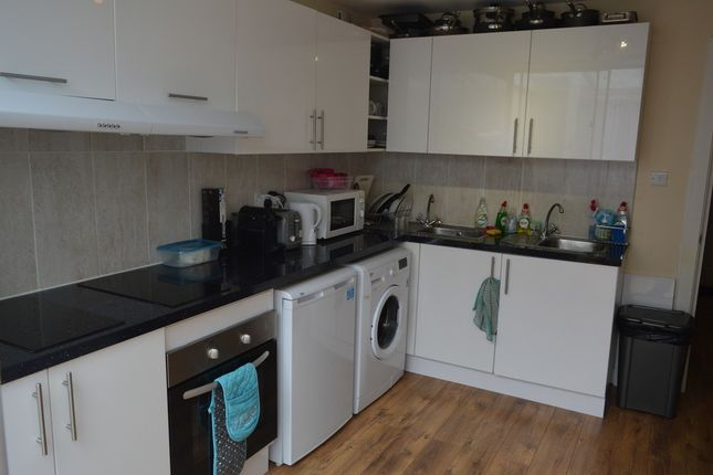 Thumbnail Room to rent in Sedgmoor Place, London