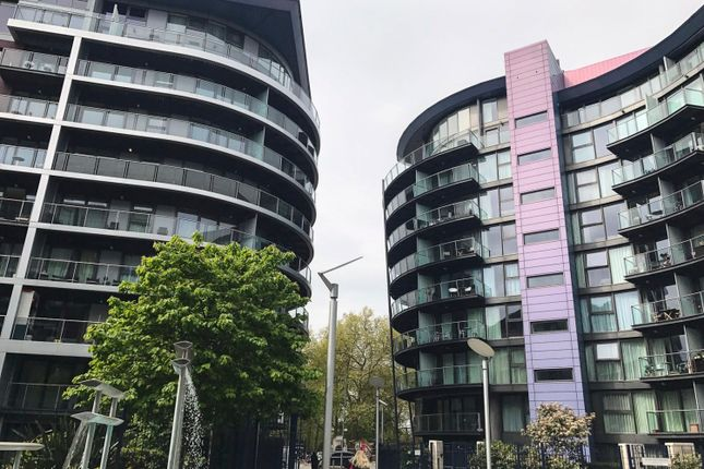 1 bed flat to rent in Oswald Building, Queenstown Road