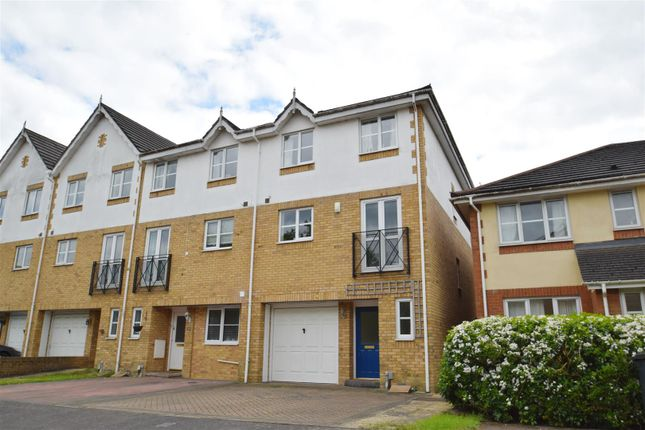 Thumbnail Town house to rent in Dickens Close, Caversham, Reading