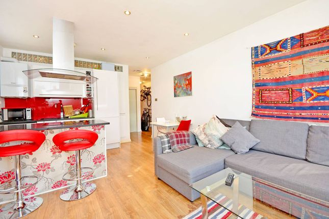 Thumbnail Flat to rent in Courtenay Mews, Walthamstow, London