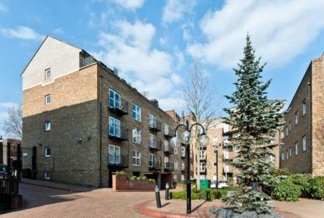 Thumbnail Flat to rent in Richmond Court, London