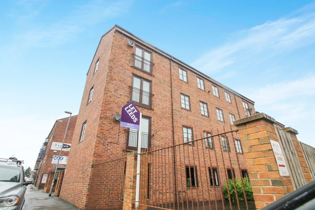 Thumbnail Flat to rent in South Parade, Morley, Leeds