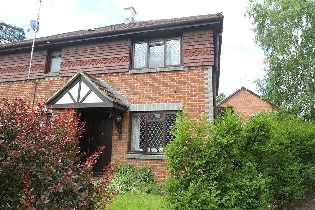 1 bed terraced house to rent in Tintagel Way, Woking