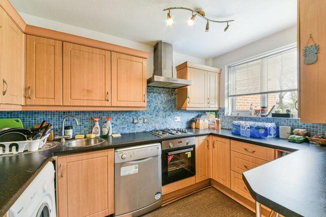 Thumbnail Flat to rent in Beagle Close, Hanworth, Feltham