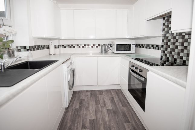 2 bed flat for sale in Moorhen Court, Aylesbury, Buckinghamshire HP19