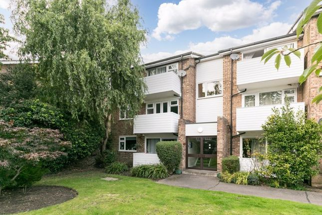 2 bed flat for sale in Queens Road, Hersham, Walton-On-Thames KT12